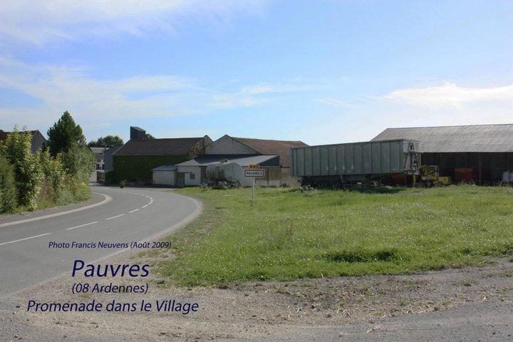 Pauvres, promenade dans le village, par Francis Neuvens Pauvre28