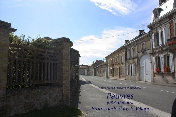 Pauvres, promenade dans le village, par Francis Neuvens Pauvre30