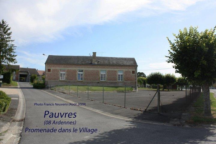 Pauvres, promenade dans le village, par Francis Neuvens Pauvre33