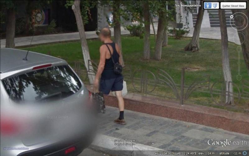 STREET VIEW : les gens en chaussettes noires ! - Page 21 Cn1110