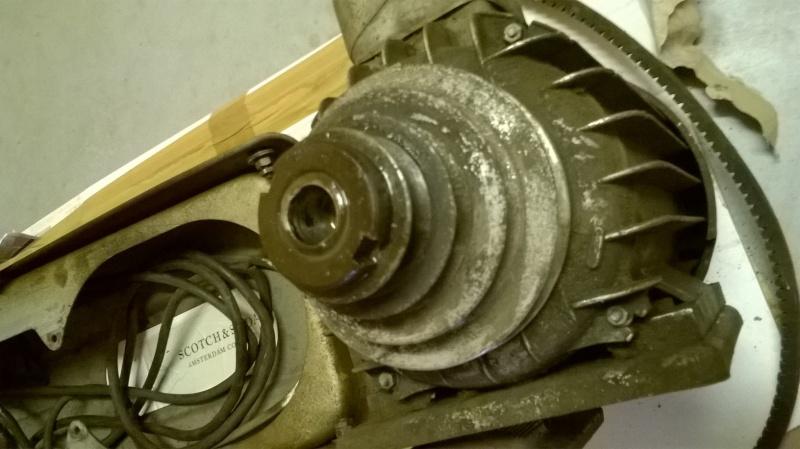 Ecrou bloqué sur axe de moteur, suggestions pour le dévisser ? Moteur10