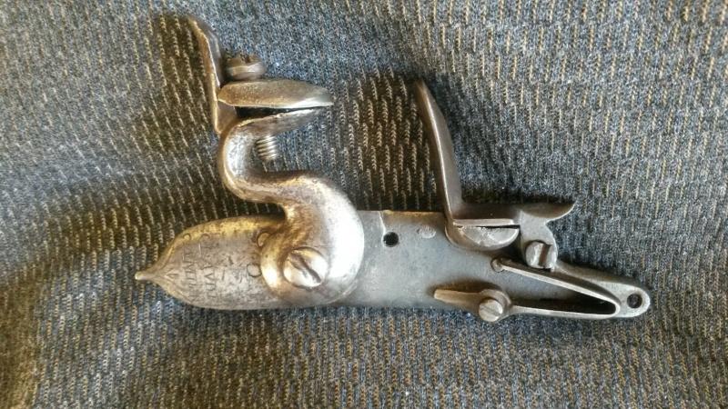 Platine silex 17 siècle (cran de sûreté et cran d'armement) - Page 2 Pistol12