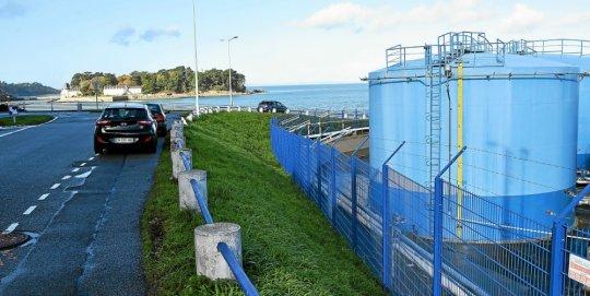 Douarnenez Port. Ysblue démantèle la moitié de ses cuves  Cuves10