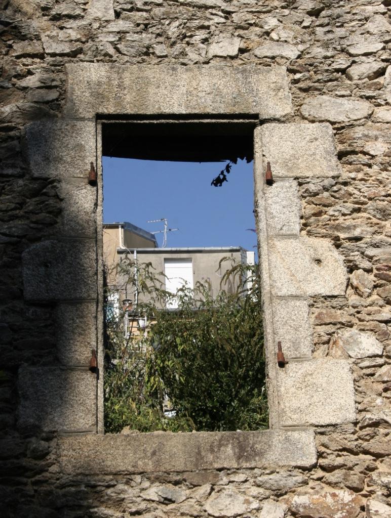 Brest, que  la rue Saint Malo et une virée en télépherique Fenetr10
