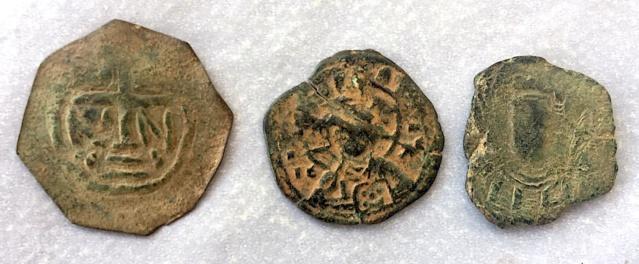 Help ! Quelques monnaies Byzantines très bizarres ...  Img_7217