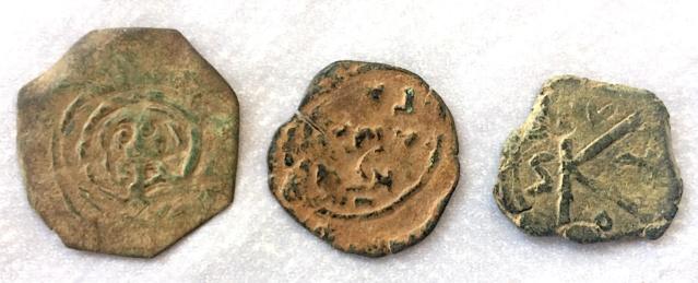 Help ! Quelques monnaies Byzantines très bizarres ...  Img_7218