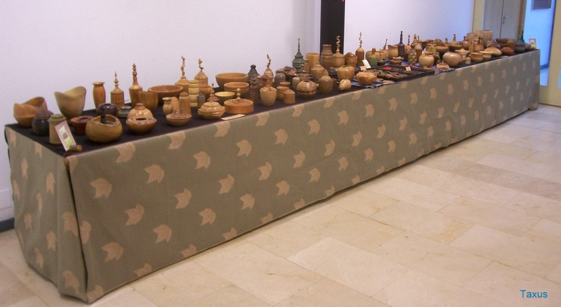 Exposición  de  piezas de madera  torneada  (Taxus) 100_0710