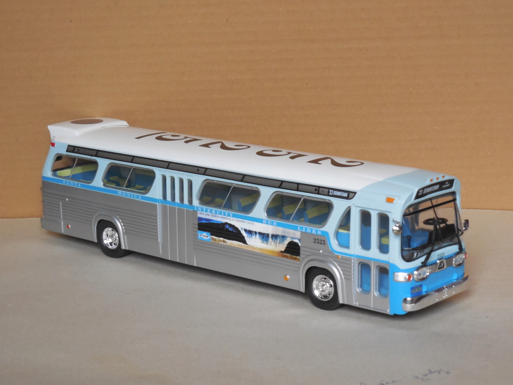 Les cars et bus miniatures - Page 16 Dscn0014