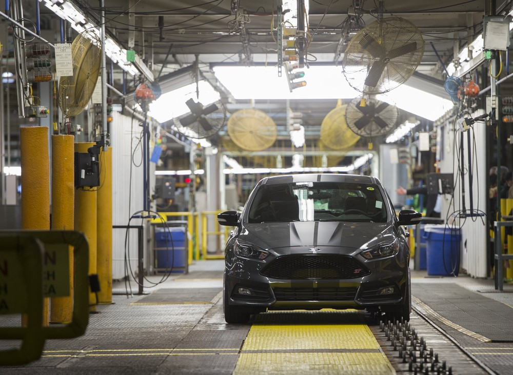 Estados Unidos adiam em 6 meses decisão sobre tarifas a carros importados 000_jk10