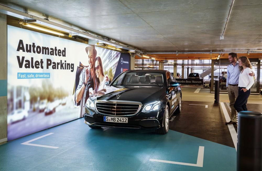 Mercedes-Benz e Bosch lançam serviço de manobrista sem motorista na Alemanha 17c55610