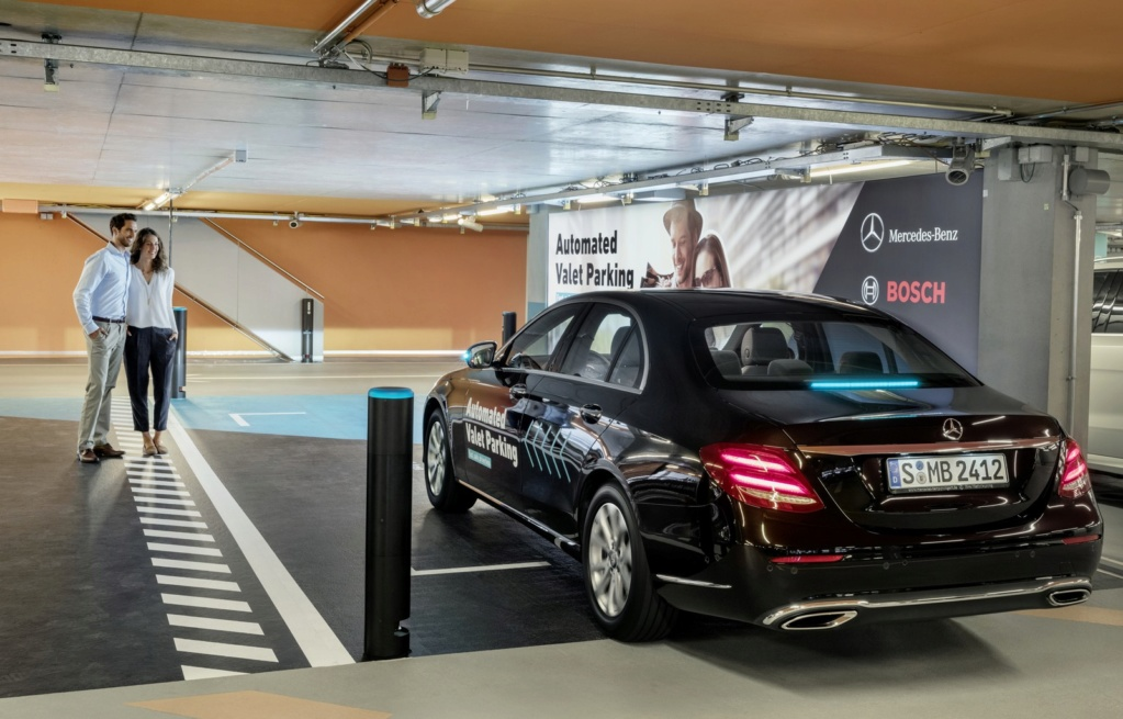 Mercedes-Benz e Bosch lançam serviço de manobrista sem motorista na Alemanha 17c55611