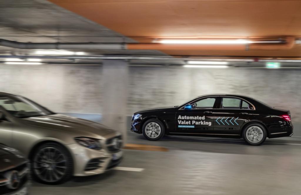 Mercedes-Benz e Bosch lançam serviço de manobrista sem motorista na Alemanha 17c55612