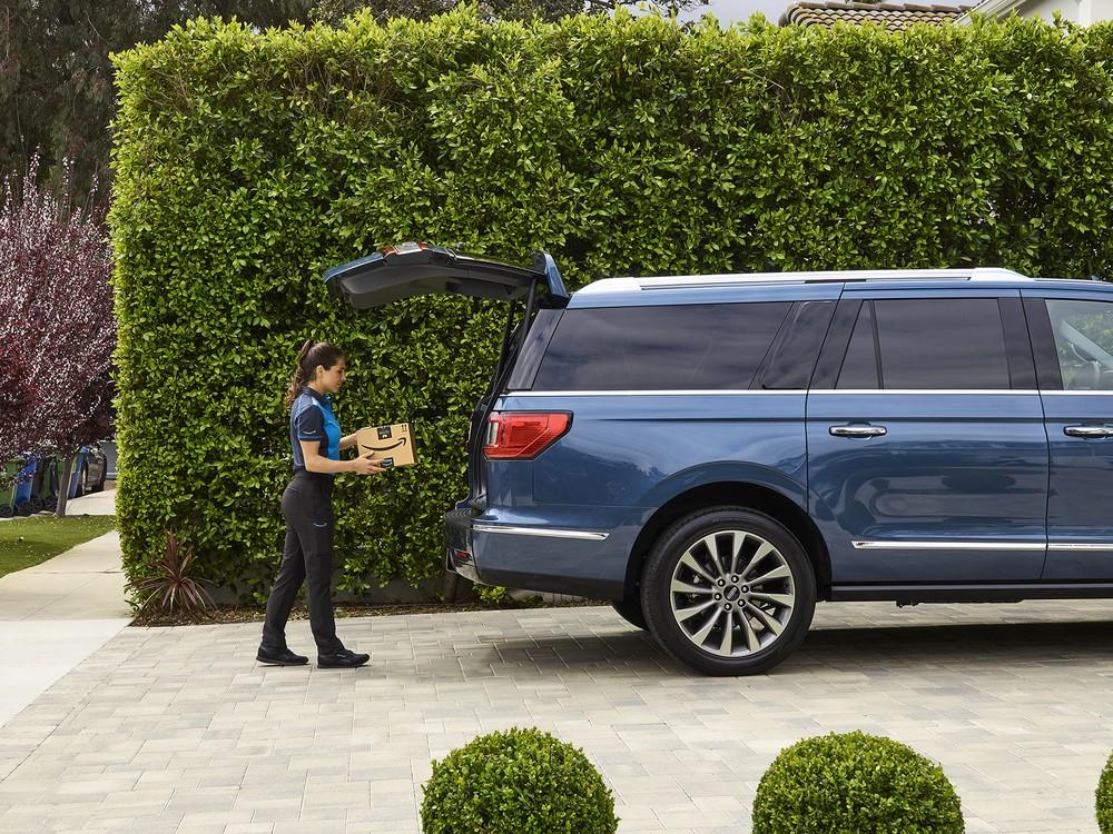 Ford e Amazon fazem parceria para entregas de pacotes dentro de carros 19040310