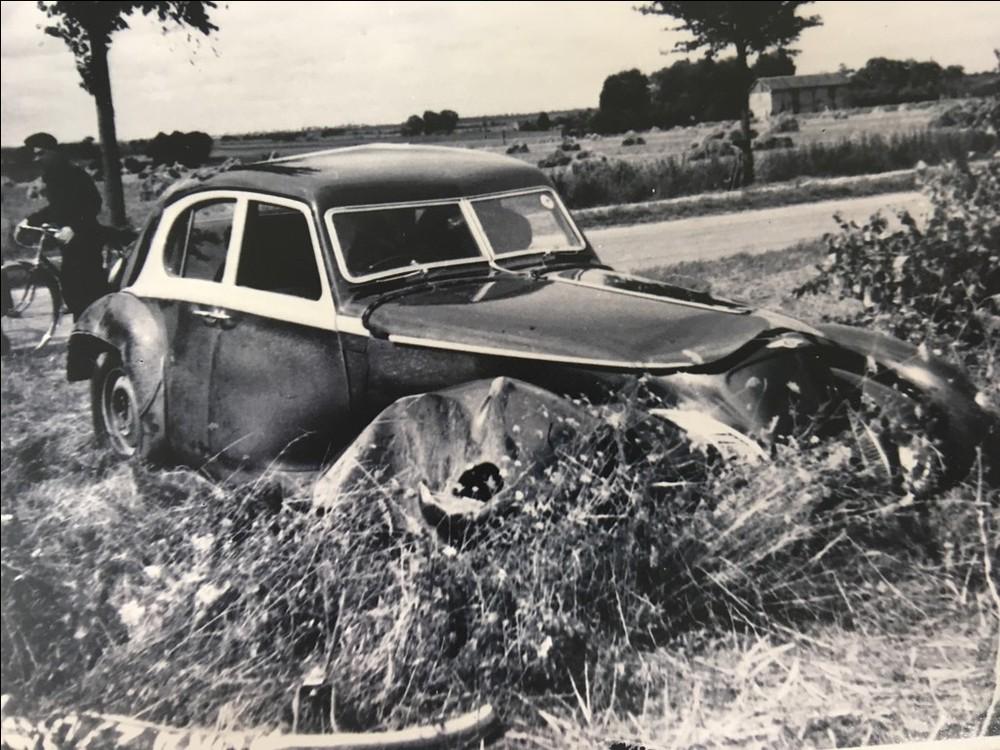 Bentley de 1939 destruído na Segunda Guerra Mundial é reconstruído pela empresa 1939-c10