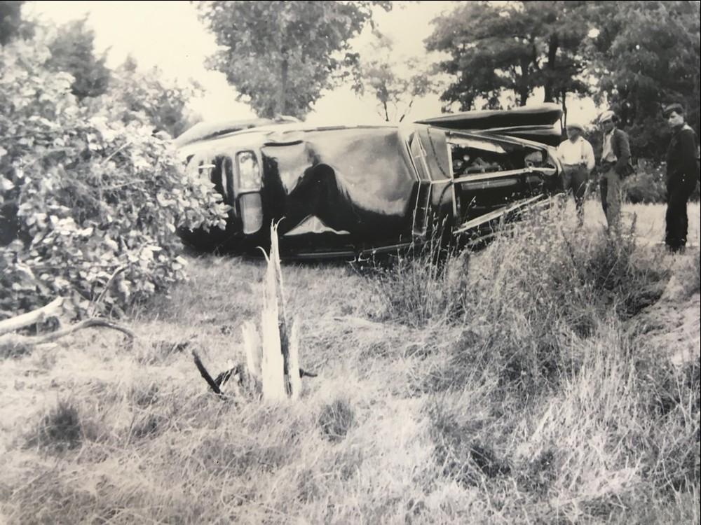 Bentley de 1939 destruído na Segunda Guerra Mundial é reconstruído pela empresa 1939-c11