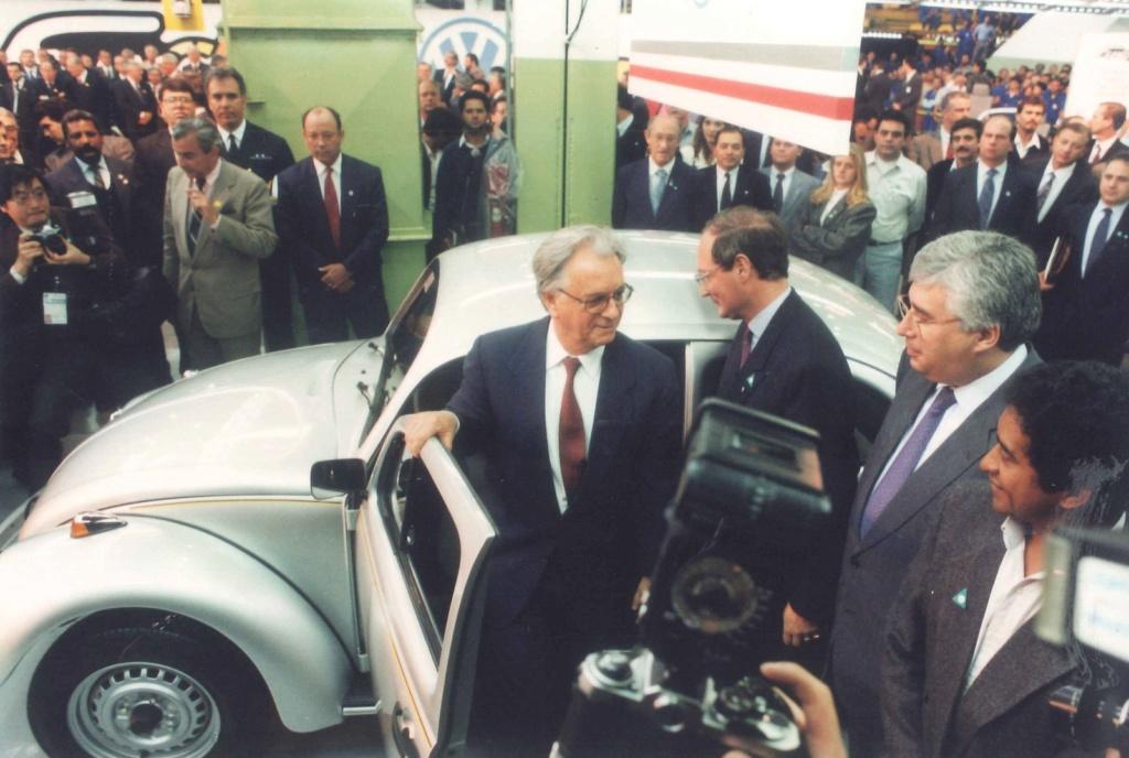Volkswagen encerra produção mundial do Fusca; veja como foi a despedida 199310
