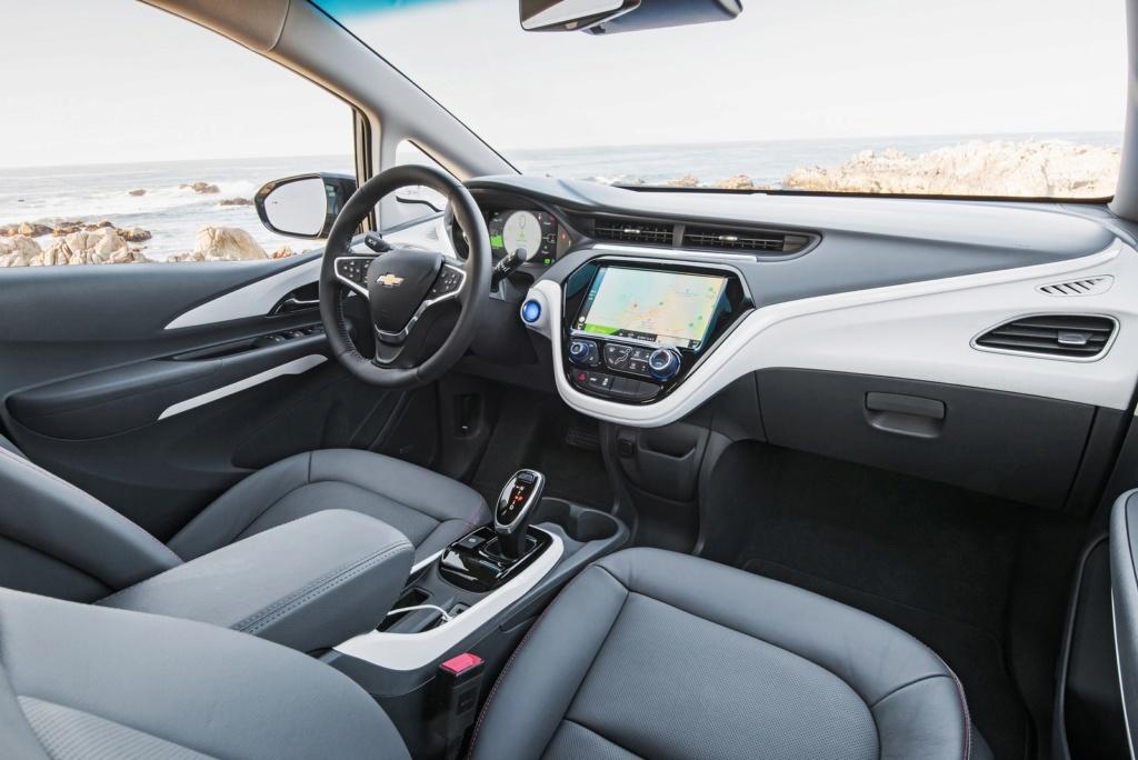 Elétrico Chevrolet Bolt começa a ser vendido no Brasil em outubro por R$ 175 mil 2017-c10