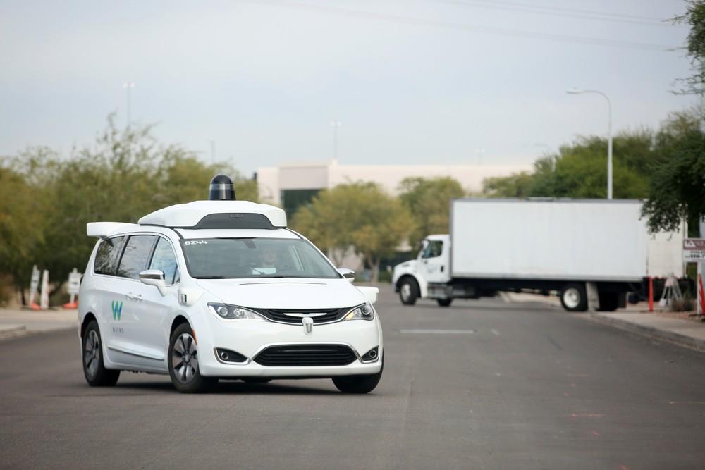 Waymo testa wi-fi gratuito em táxis autônomos nos EUA 2018-110