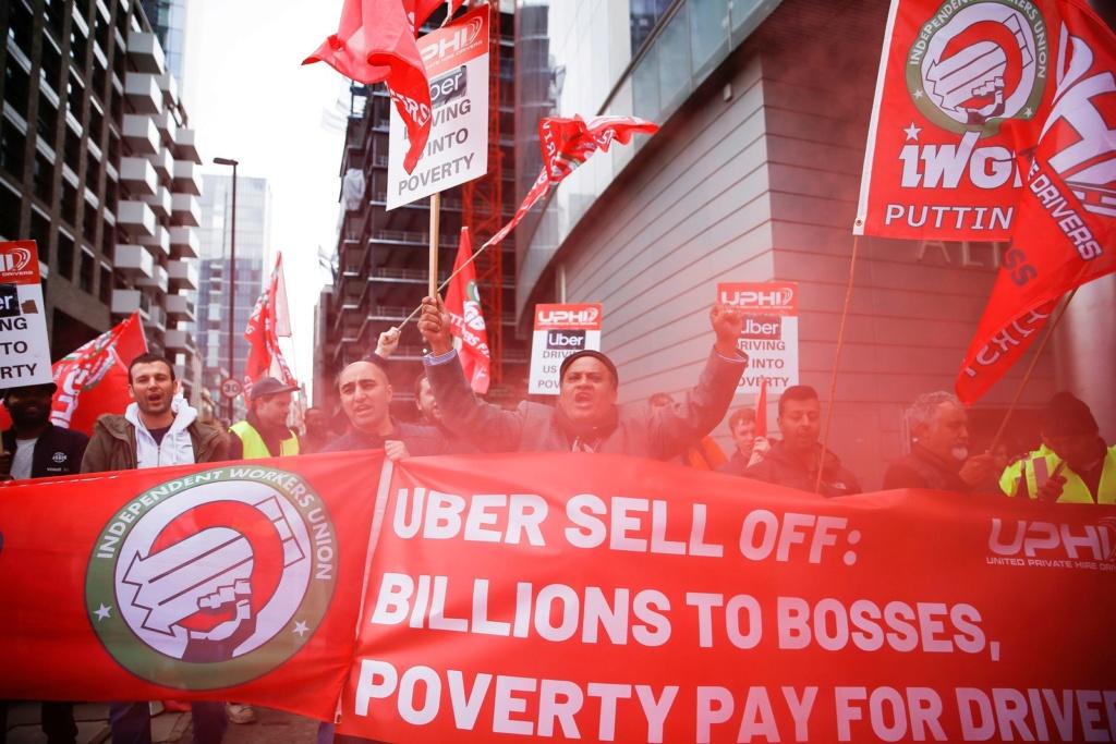Motoristas de aplicativos Uber e 99 fazem greve por lucros maiores 2019-010