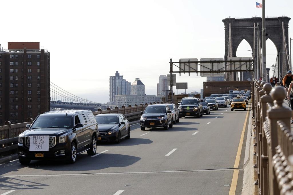 Motoristas de aplicativos Uber e 99 fazem greve por lucros maiores Ap191210