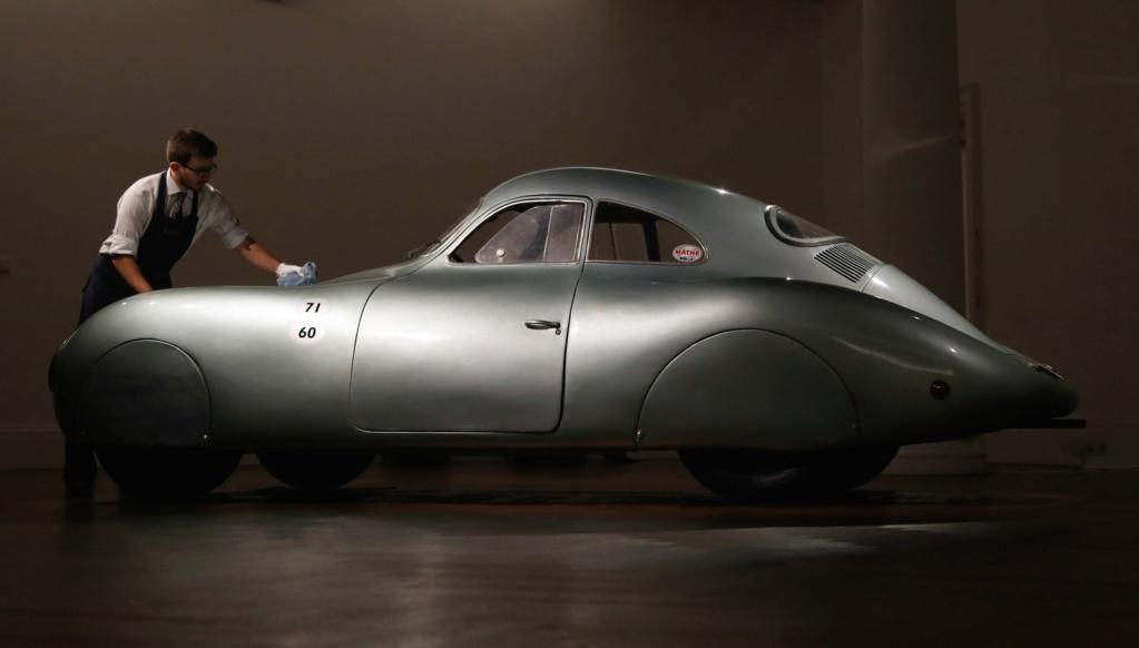 Porsche mais antigo da história, de 1939, pode levantar US$ 20 milhões em leilão Ap191413