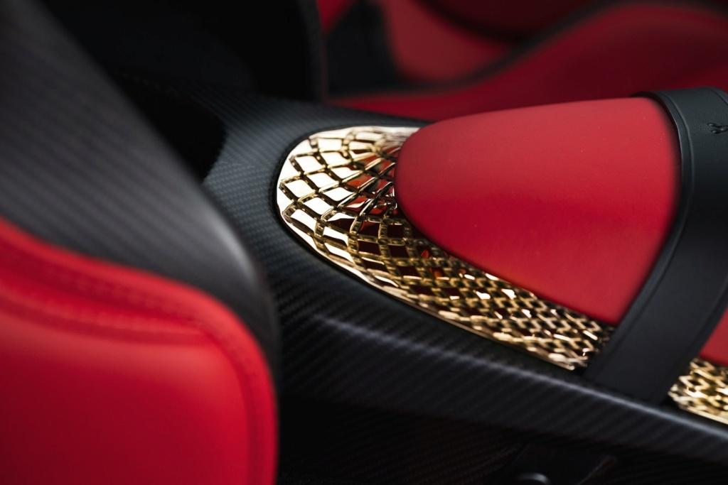 Aston Martin revela novo DBS GT Zagato com 760 cavalos e acabamentos de ouro Aston-14