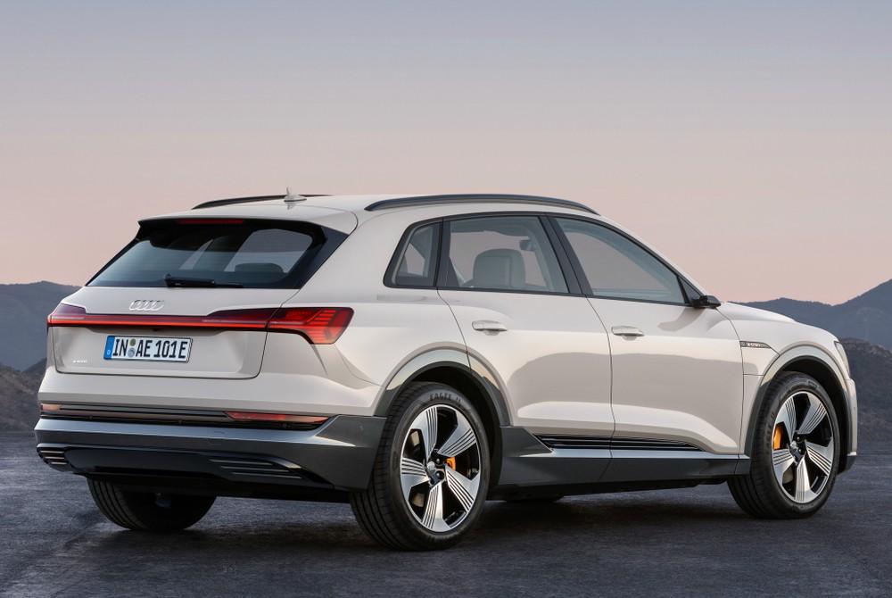 E-Tron, 1º carro elétrico da Audi chega em abril; marca vai instalar 200 pontos de recarga no Brasil até 2022 Audi-e10