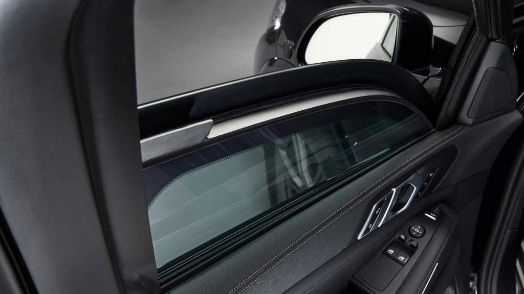 BMW X5 Protection VR6 é blindado de fábrica que suporta até tiros de AK-47 Bmw-x517
