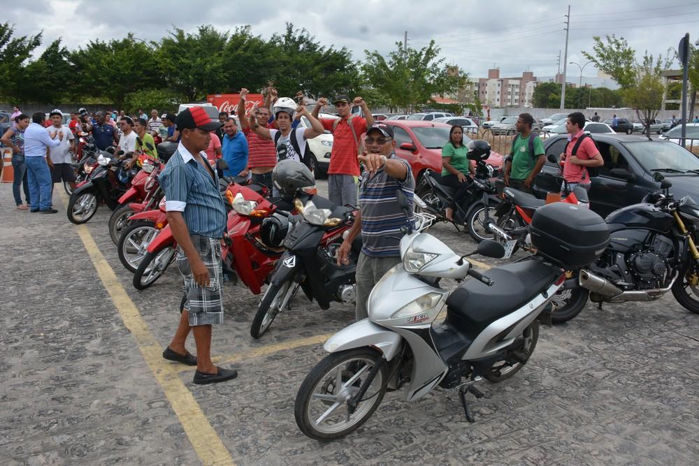 Governo suspende por 1 ano exigência de aulas para tirar habilitação das 'cinquentinhas' Buzina10