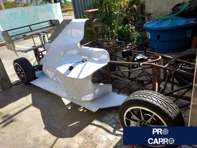 Brasileiro já gastou R$ 15 mil e sonha em terminar carro de F1 feito em casa Carro-13