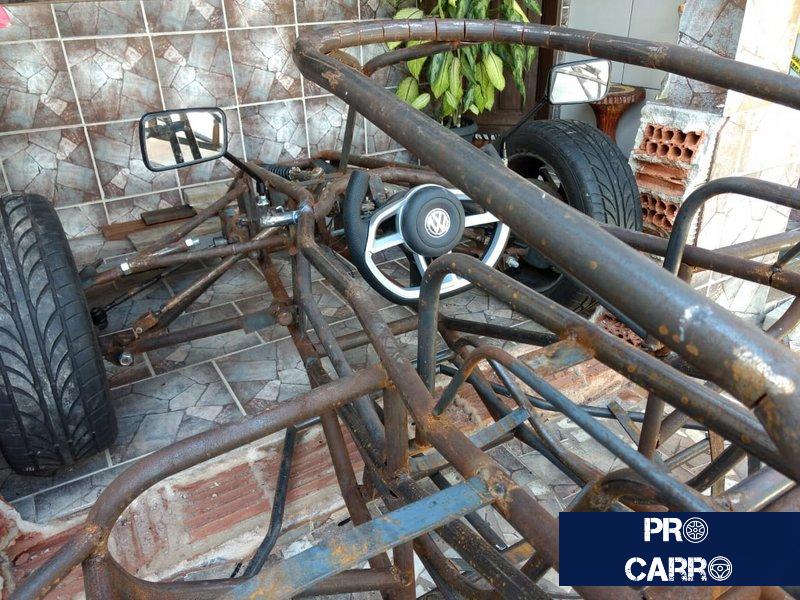 Brasileiro já gastou R$ 15 mil e sonha em terminar carro de F1 feito em casa Carro-14