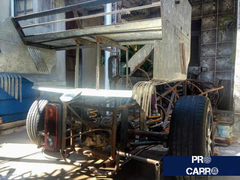 Brasileiro já gastou R$ 15 mil e sonha em terminar carro de F1 feito em casa Carro-15