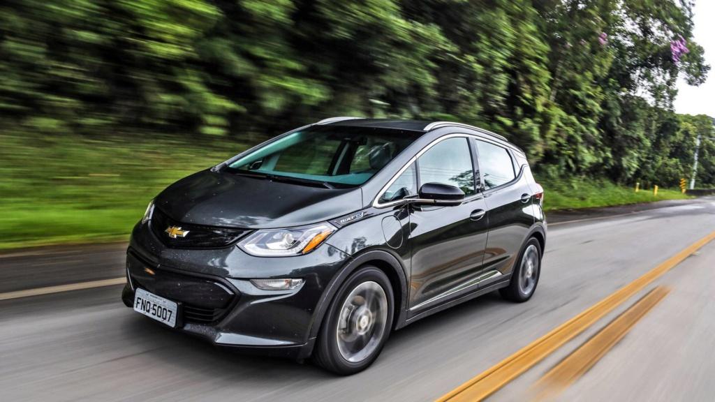 Chevrolet Bolt deverá estrear no Brasil já com a autonomia ampliada Chevro31