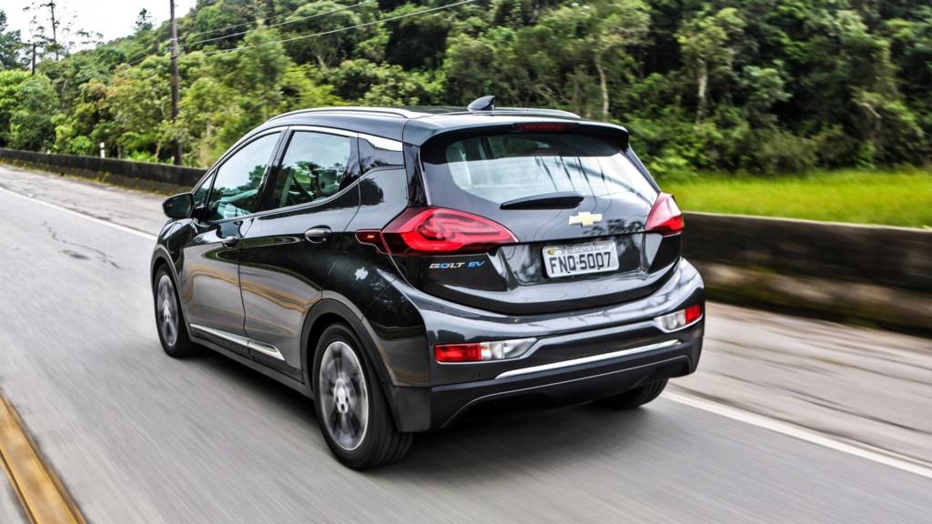 Chevrolet Bolt deverá estrear no Brasil já com a autonomia ampliada Chevro32
