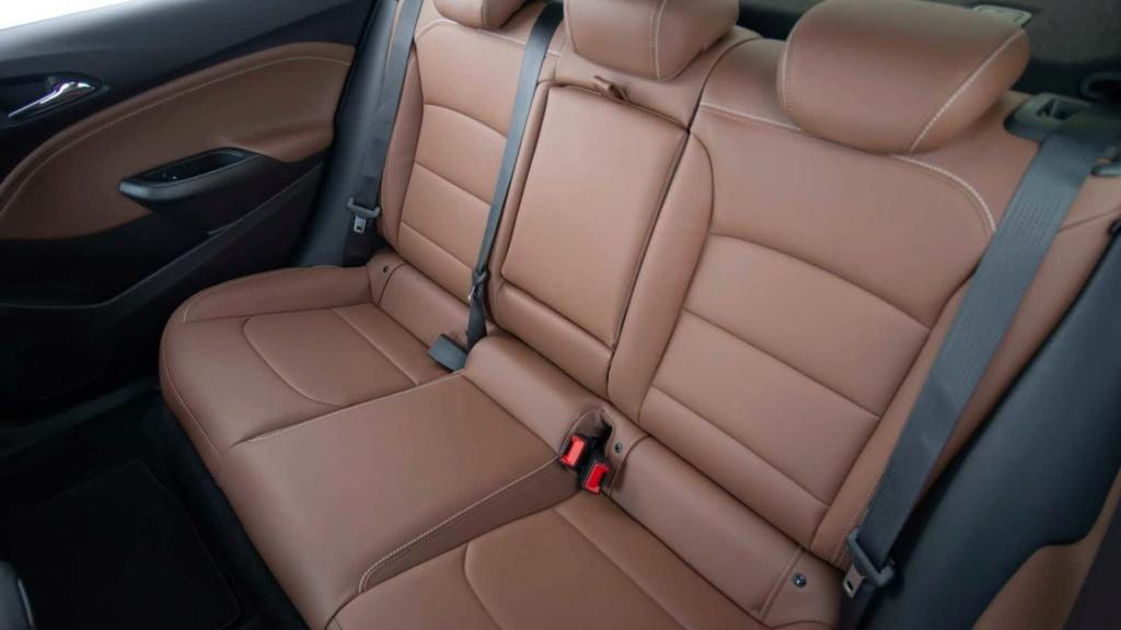 Sedãs voltarão a fazer sucesso, diz chefe de design da Chevrolet Chevro49