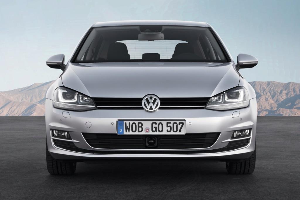 Volkswagen Golf: nova geração é revelada na Alemanha Db201210