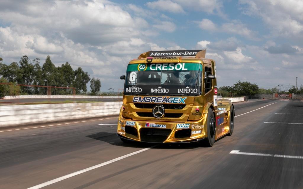 Veja como é dirigir um caminhão de corrida de 1.250 cv que chega a 240 km/h F-truc10