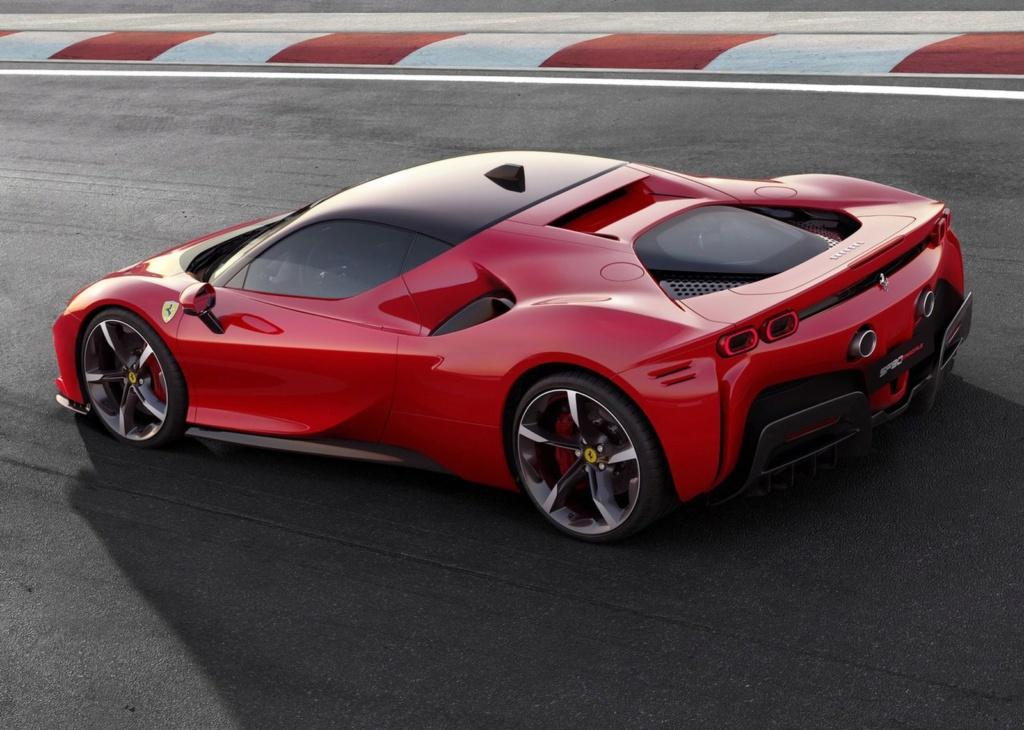 Ferrari lança carro de 1.000 cv que pode ser carregado na tomada Ferrar15