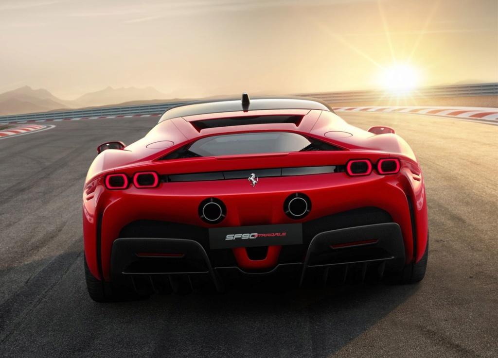 Ferrari lança carro de 1.000 cv que pode ser carregado na tomada Ferrar17