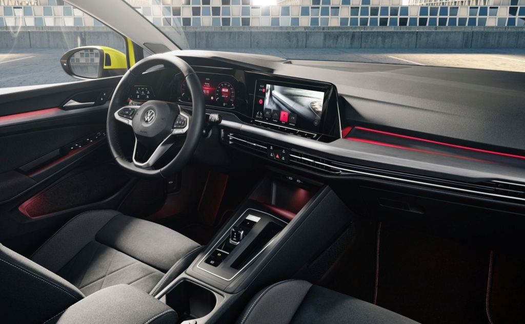 Volkswagen Golf: nova geração é revelada na Alemanha Golf-811