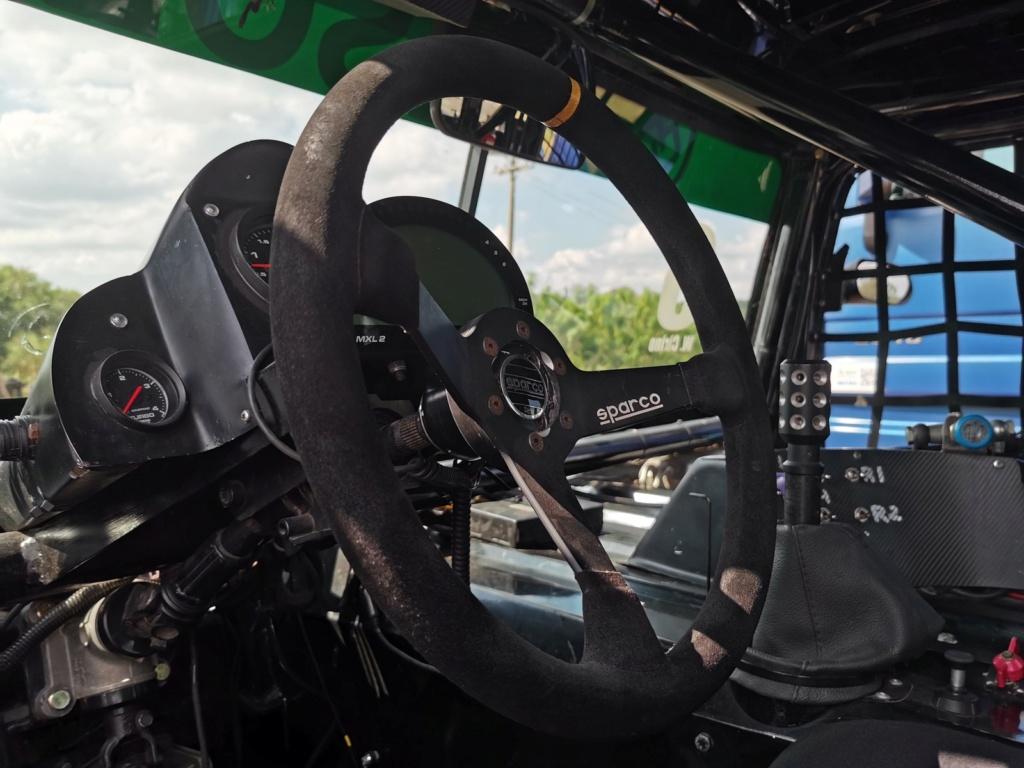 Veja como é dirigir um caminhão de corrida de 1.250 cv que chega a 240 km/h Img-2013