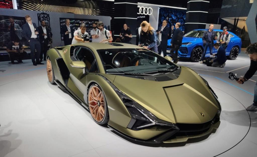 Lamborghini apresenta seu primeiro carro híbrido, o Sián Lambo-10