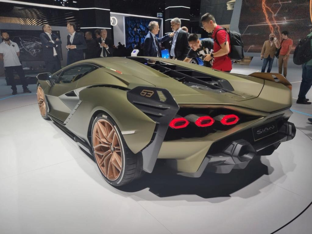 Lamborghini apresenta seu primeiro carro híbrido, o Sián Lambo-11