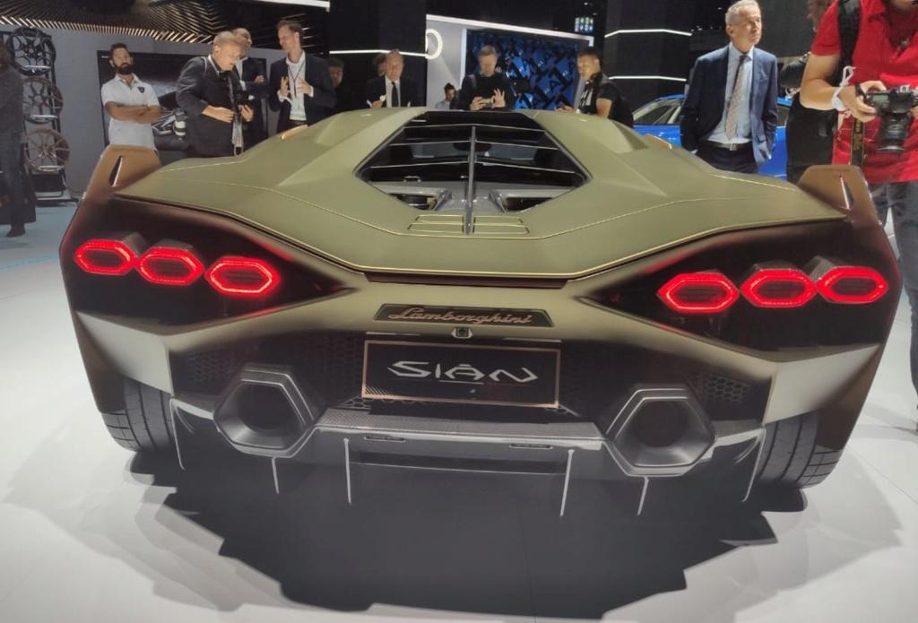 Lamborghini apresenta seu primeiro carro híbrido, o Sián Lambo-12