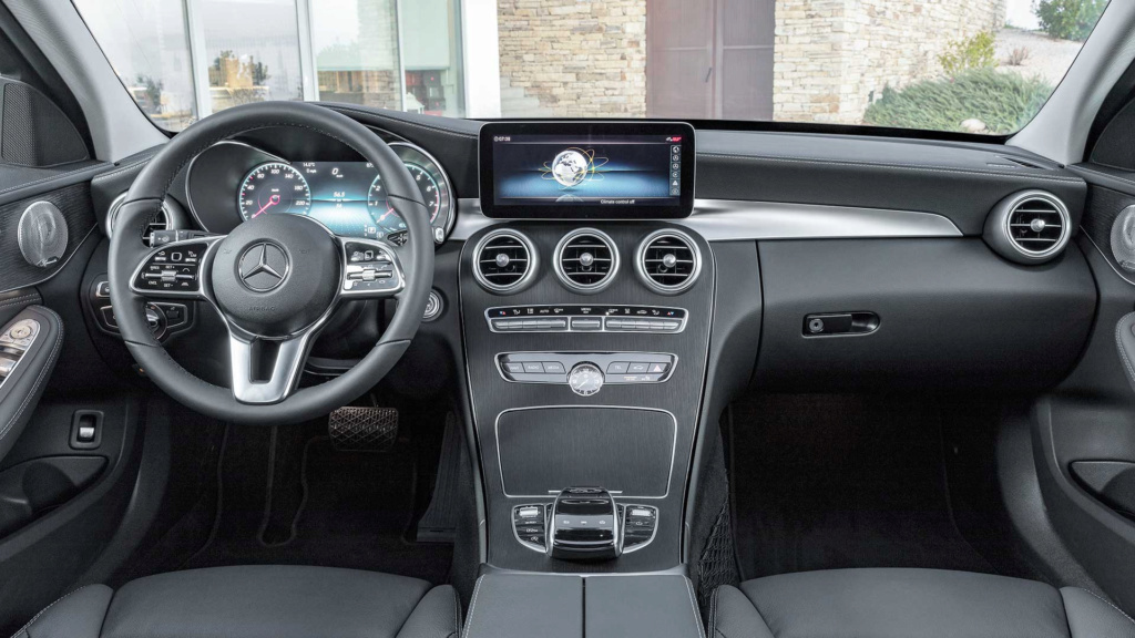 Mercedes pode ser multada em 1 bilhão de euros por fraude em emissões Merced34