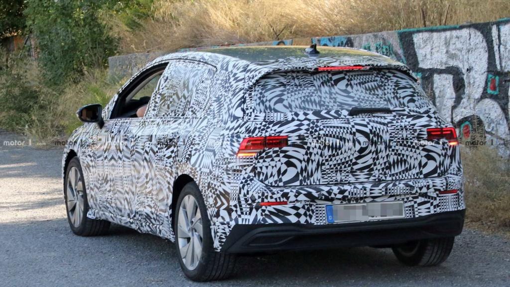 Esperado no Brasil, VW Golf GTE híbrido testa nova geração New-vw12