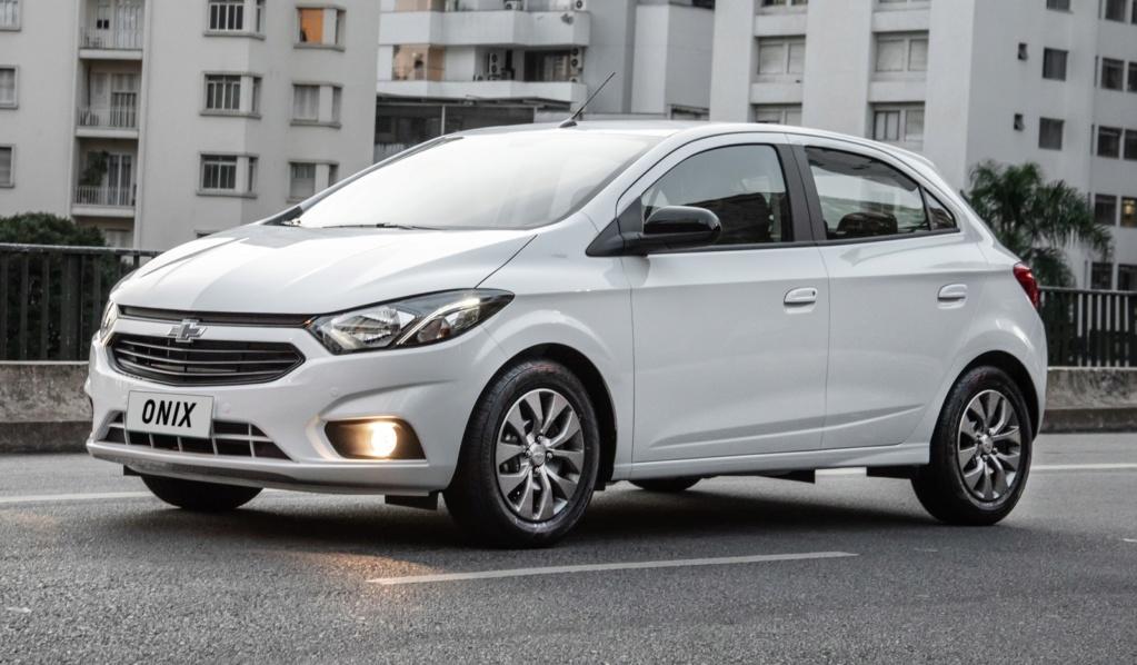 Chevrolet Joy Plus chega por R$ 51.120 e aposenta o nome Prisma Onix-j10