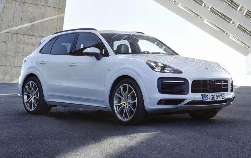 Porsche Cayenne híbrido plug-in chega ao Brasil por R$ 435 mil P18-0011