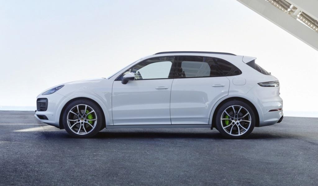 Porsche Cayenne híbrido plug-in chega ao Brasil por R$ 435 mil P18-0012