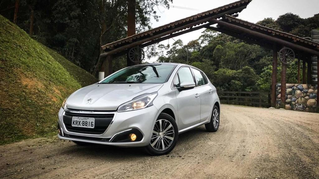 Peugeot 208 perde versões enquanto espera por nova geração Peugeo30